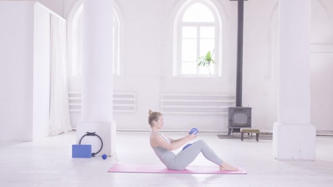 Pilates, strong core - Curated by Sisters